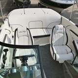 Motorboot-Cockpit-Sea-Ray-190-Sportboot