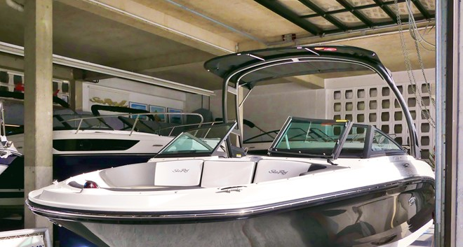 Sea Ray 210 SPXE mit Trailer und Tower Modell 2018