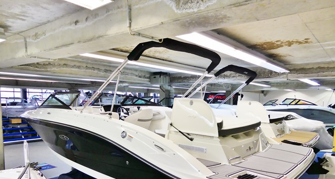 Sea Ray 210 SPXE komplett mit Trailer